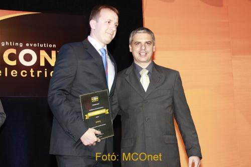 A KOMÁROMI Villamossági Kis- és Nagykereskedés arany fokozatú partner minősítési díjat kapott a kínai termékek egyik legnagyobb importőrétől, az ICON Electric Kft-től.