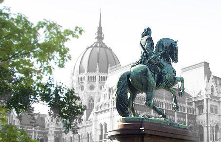 A Parlament és a Rákóczi szobor